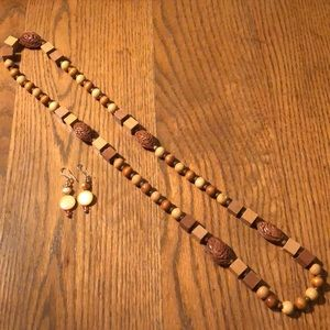 Vintage wood beaded necklace with earrings.